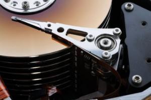 Festplatte geöffnet zur Datenrettung im Reinraumlabor